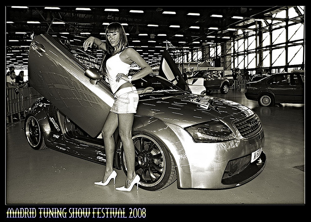 Audi tt 8n mk1 black and white madrid tuning show audi for Audi tt 8n interieur tuning