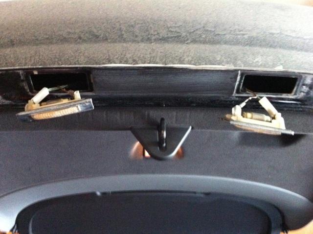 Audi-TT-MK1-Remove-Licence-Plate-Lights-OEM