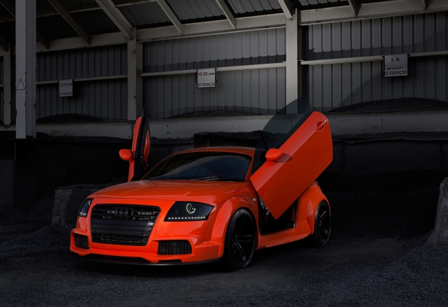 Audi-TT-Hobbs-photoshoot-at-the-pit-3quarters-vs