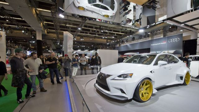 montreal-auto-show-2014-Lexus-IS-Racing