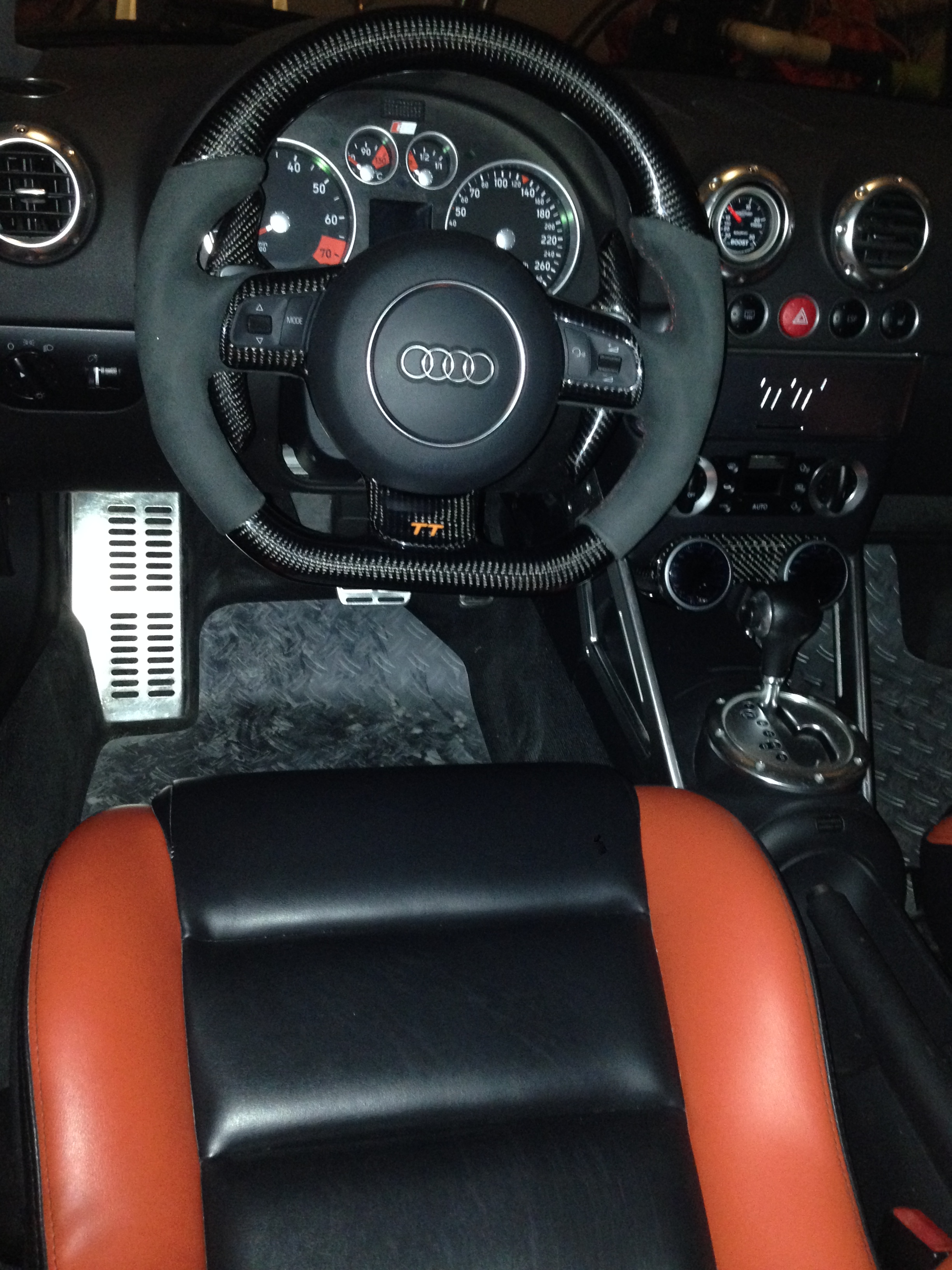 steering wheel swap on my audi tt flat bottom mk2 fitted. Black Bedroom Furniture Sets. Home Design Ideas